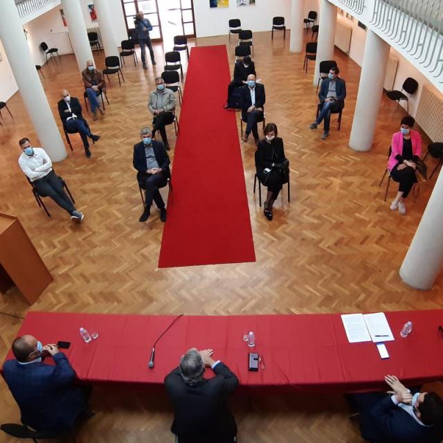 Dobroslavić i Cebalo održali sastanak s načelnicima i gradonačelnicima iz doline Neretve