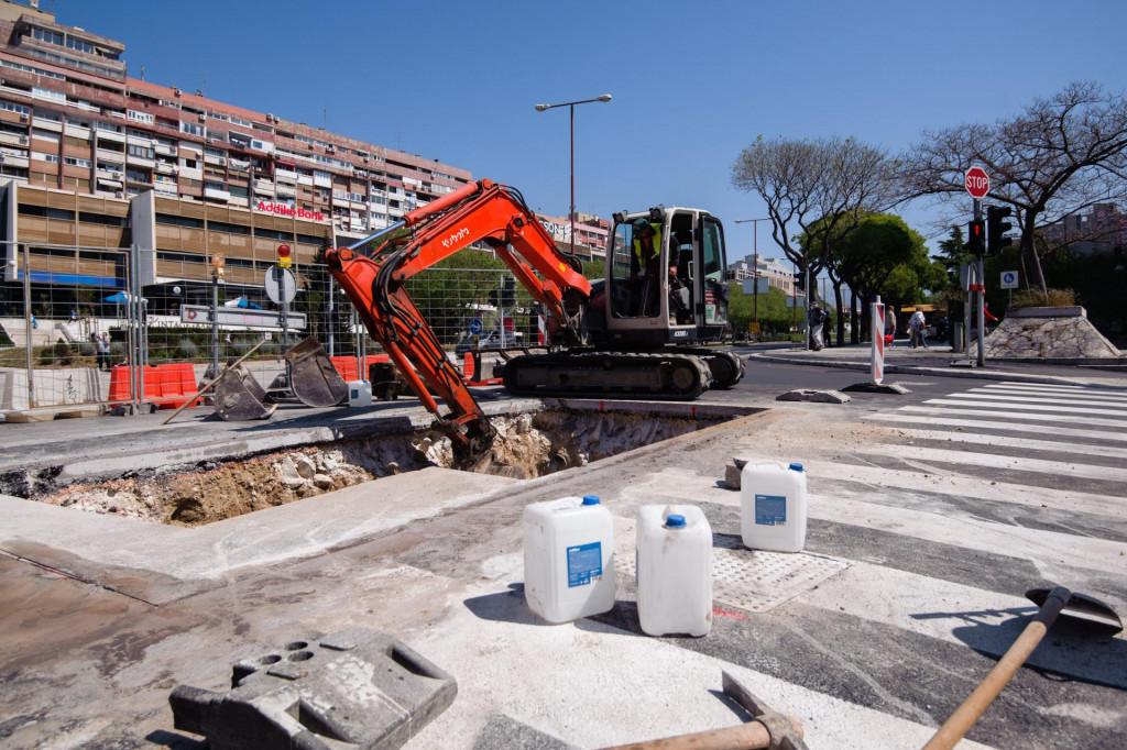 Dva dana nakon što su završili radovi na Putu Trstenika od rotora na križanju s Bračkom ulicom do Poljičke ceste, ponovo je prokopan asfalt koji se osušio tek u srijedu