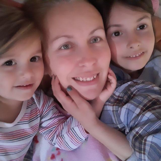Razmjenjujemo se s djecom i u kućnim poslovima - kaže Slavica na pitanje kako ona i suprug sve uštimaju
