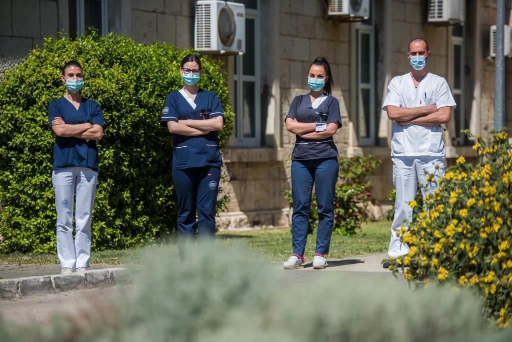 Mladi liječnik i medicinske sestre zadarskog Covid odjela:Janja Jurić (25), Marina Jukić (26) i Emila Čvrljević (25) te anesteziolog dr. Ivan Saridžić (32)