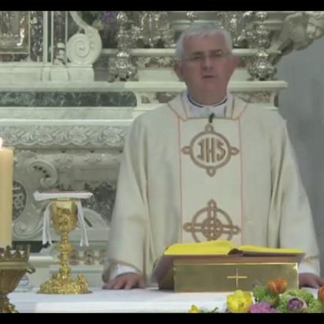 Dubrovački biskup mons. Mate Uzinić blagoslovio je hranu danas u Katedrali