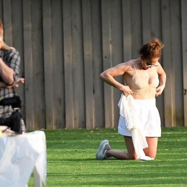 Jennifer Lopez se odlučila skinuti, a bivša supruga Alexa Rodrigueza,Cynthia Scurtis, to ne gledati