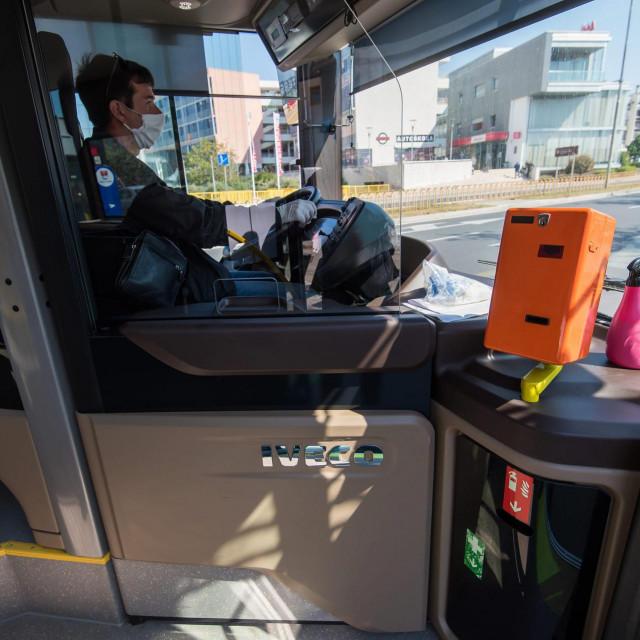 Zadar, 270420<br /> Danas je u sklopu popustanja mjera borbe protiv koronavirusa opet uspostavljen gradski i prigradski autobusni prijevoz.<br />