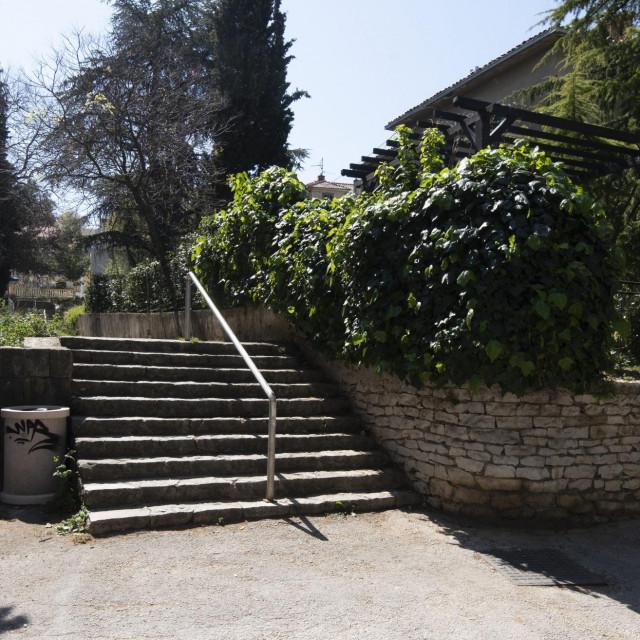 Rekonstrukcija stepenica koje povezuju Gajevu i Put Sv. Mande još će pričekati jer - nema novca