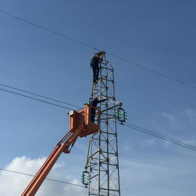 Terenske ekipe Elektrojuga angažirane su zbog sanacije kvarova i unapređenja elektromreže