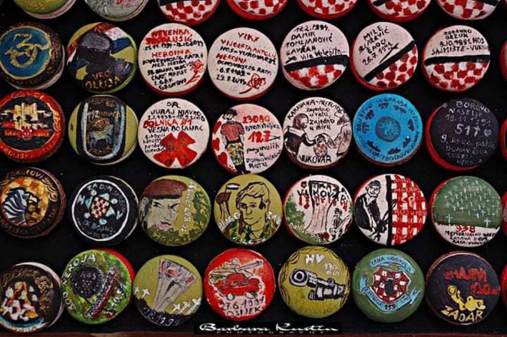 Minijaturni kolači oslikani na temu Domovinskog rata