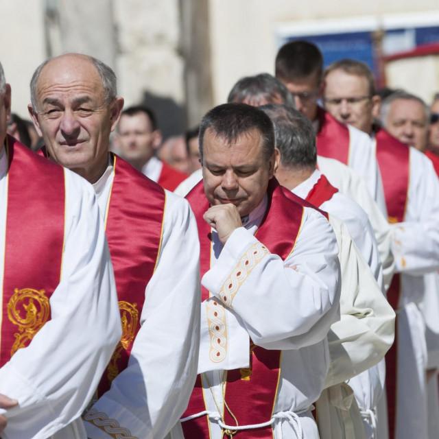 Proslava blagdana svetog Dujma 2019. godine započela je procesijom od katedrale do Rive gdje je službena sveta misa na kojoj se okupilo nekoliko tisuća vjernika.