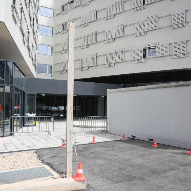 U Stdentskog domau ostala je jedino COVID ambulanta i drive -in punkt za testiranje