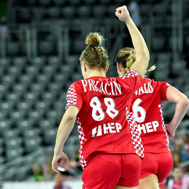Kristina Prkačin je 'bombom' pola minute prije kraja utakmice, svojim drugim pogotkom, postavila konačan rezultat utakmice u zagrebačkoj Areni: Hrvatska - Njemačka 21:21 foto: Ronald Goršić/CROPIX