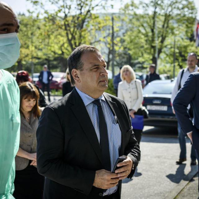 Knin, 240420.<br /> Ministar zdravstva Vili Beros u posjetu bolnici Hrvatski ponos u vrijeme pandemije koronavirusa.<br /> Na fotografiji: ministar Vili Beros.<br />