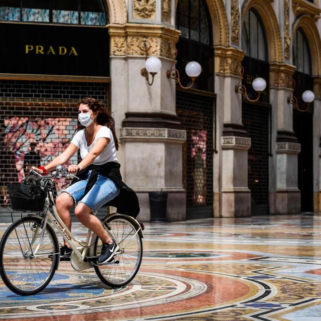 Talijani polako dolaze sebi. Fotografija je snimljena jučer u šoping centru Galleria Vittorio Emanuele II u Milanu