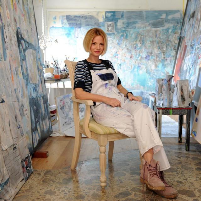 Akademska slikarica, Dubrovkinja Nina Šimunović u svom zagrebačkom ateljeu<br />