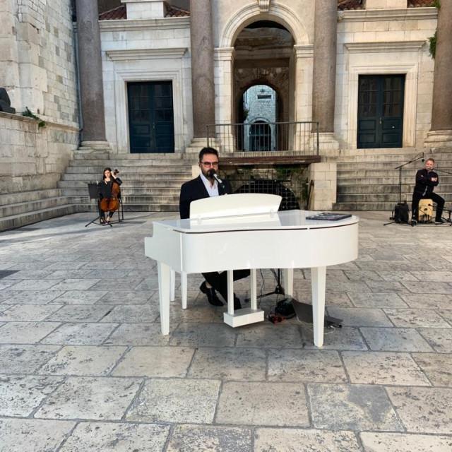 Grašo na Peristilu - koncert za Sv. Duju bez publike