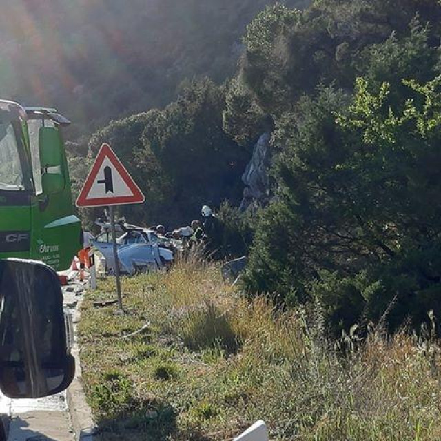 Sudar osobnog vozila i kamiona kod Baćine