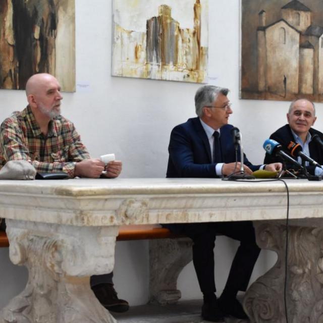 Kupnjom slika novac ide Općoj bolnici Zadar