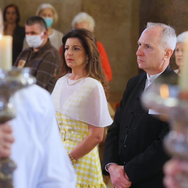 """Dr. Daniela MarasovićKrstulović """"staru haljinu"""" otvorenog dekoltea prekrila je prozračnom bijelom stolom"""