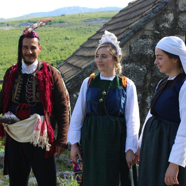 Goran Mikas, Ivona i Karla Pavić