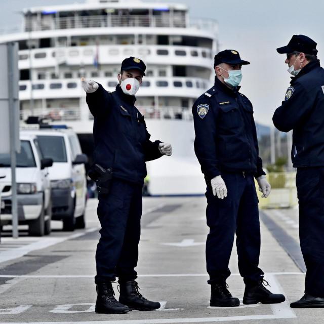 Vlada Slovenije policajcima je povećala plaću za vrijeme pandemije s 1400 na 2200 eura, naša Vlada namjerava ih smanjiti...