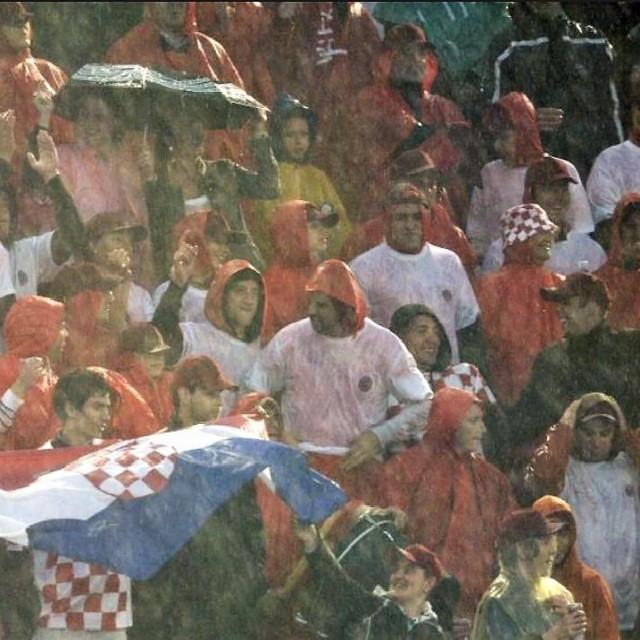 Potop u Barceloni - Jugovi navijačl, njih oko 300, stiglo je s avionima Dubrovnik Airlinesa, te autobusima na Final four 2008. foto: Ronald Goršić/CROPIX
