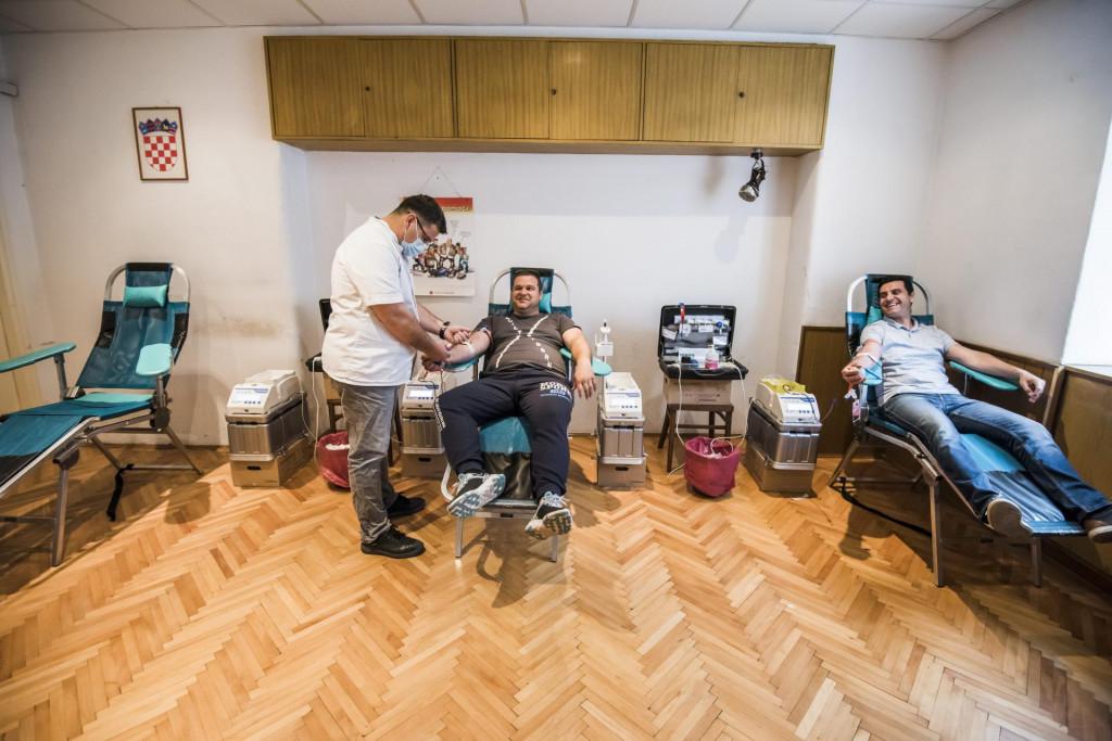 <br /> U prostorijama Gradskog drustva Crvenog kriza akcija je dobrovoljnog davanja krvi.