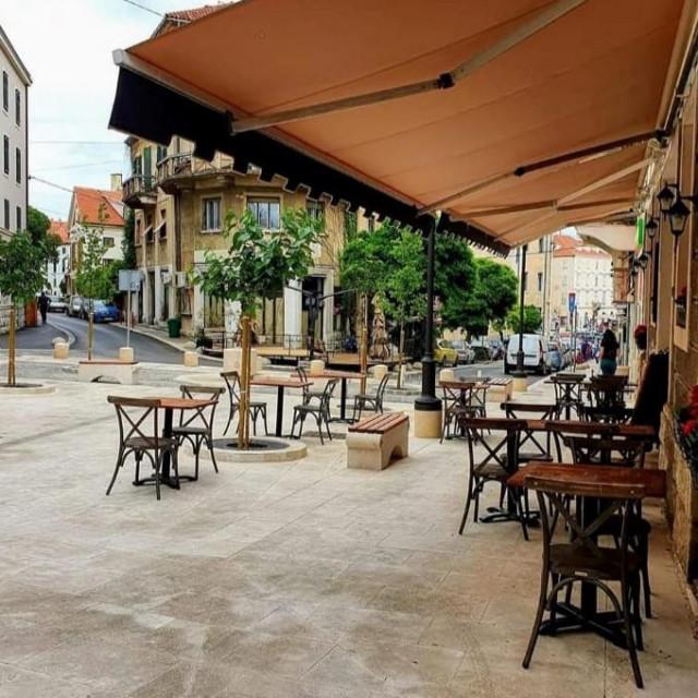 Uklonjene stolice na Šperunu