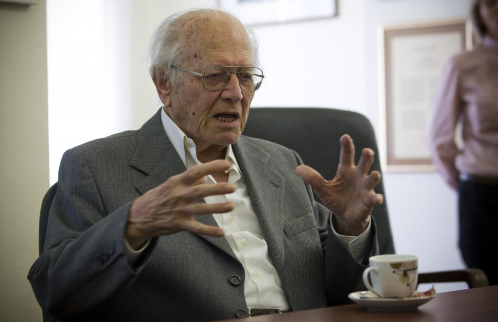 Duško Kečkemet objavio je oko 50 knjiga, 150 znanstvenih i tisuću popularnoznanstvenih radova<br />