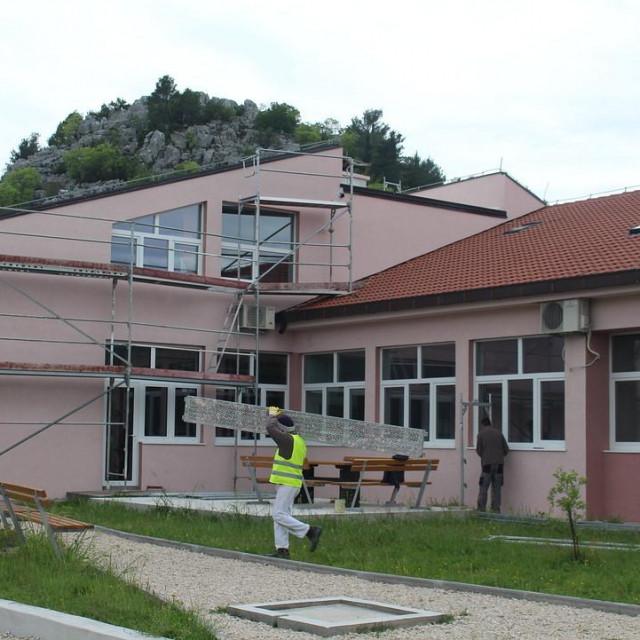 Radovi na energetskoj obnovi O.Š. fra Ante Gnječa u Staševici u završnoj su fazi