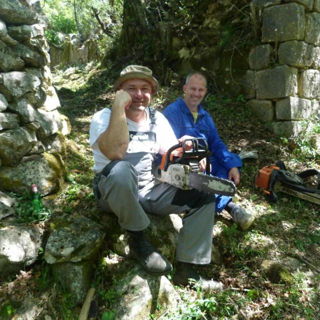 Mještani Masješa i Frančeska iz Čilipa zajednički su očistili zarasle seoske putove između svojih naselja