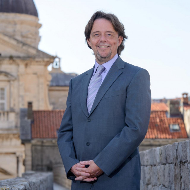Mark Thomas, počasni konzul i kolumnist