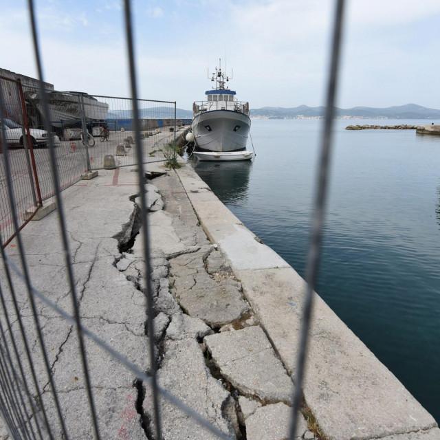 Zadar, 180520.<br /> Urusen dio rive u lucici Fosa ceka na sanaciju vec skoro dvije godine.<br />