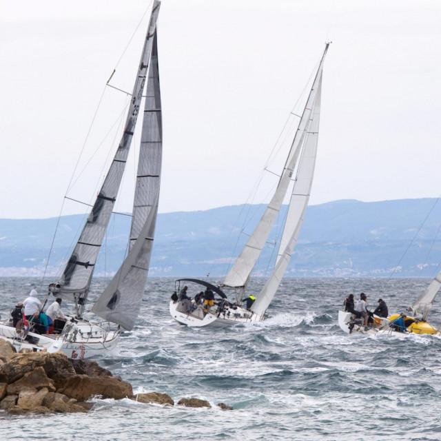 Na splitskoj ruti od 13 nautičkih milja sudjelovalo je 15 brodova