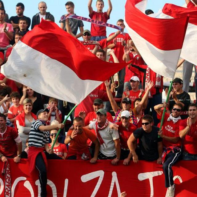 Navijači BŠK Zmaj - Red Dragonsi foto: Tonči Vlašić