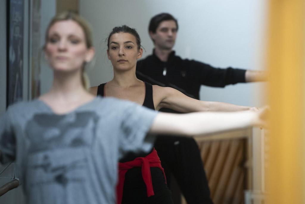 Ansambl je željan posla, baletni sat je prošao odlično: Matea na štapu u sredini, Remus iza nje