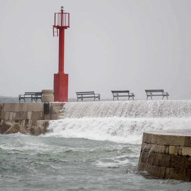 južina, kiša, dubrovnik, stradun, mokro, valovi, porporela