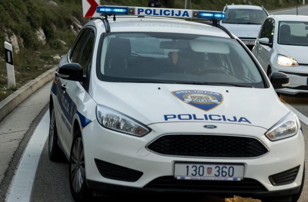 Sibenik, 141119.<br /> Ocevid prometne nesrece u kojoj je sudjelovalo 5 vozila i zbog koje se stvorila velika prometna guzva na jadranskoj magistrali<br />
