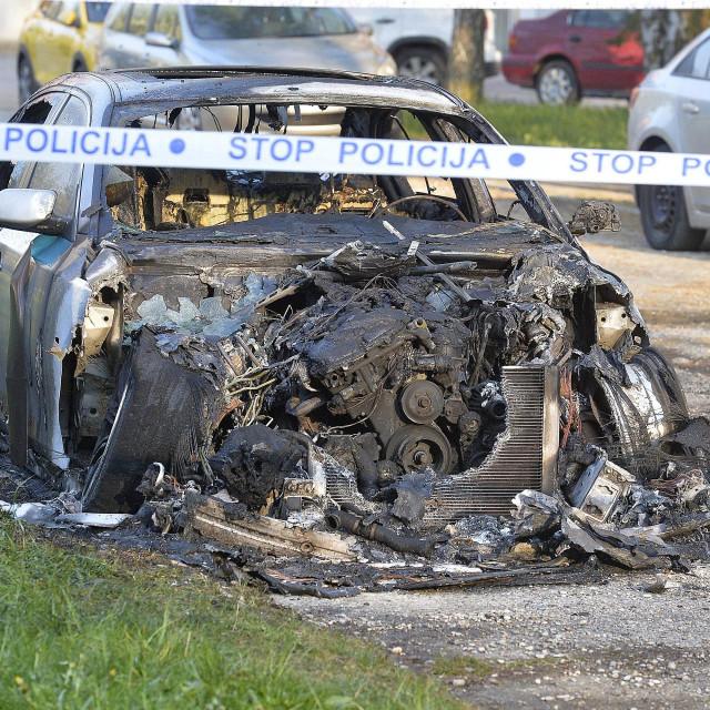 Zagreb, 100420.<br /> Dugave, ul. Svetog Mateja 66.<br /> Jutros oko 03 sata izgorio je osobni automobil marke BMW.<br /> Na fotografiji: izgorjeli automobil.<br />