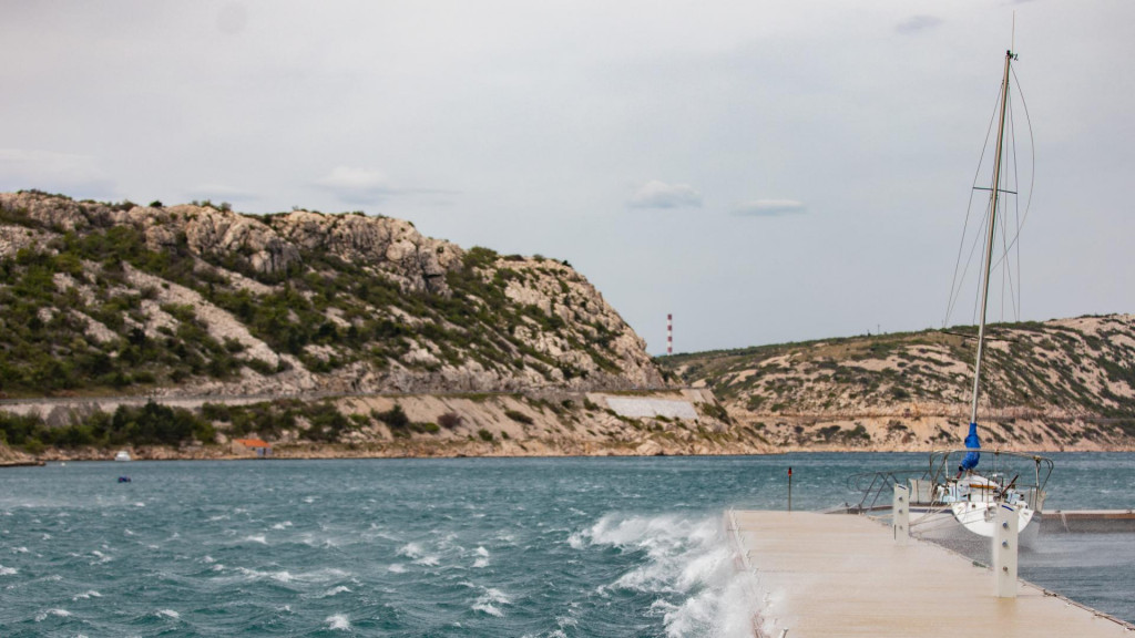 Bakarac, 210420.<br /> Olujna bura puse u Bakarackom zaljevu.<br />