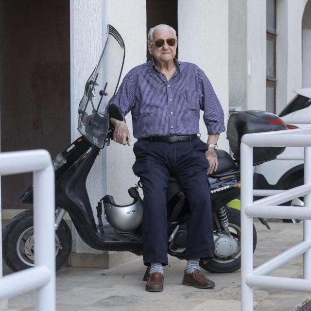 Jure Đorđi Čarija ima Instagram profil, zaljubljenik je u Vespe i automobile i još uvijek vozi