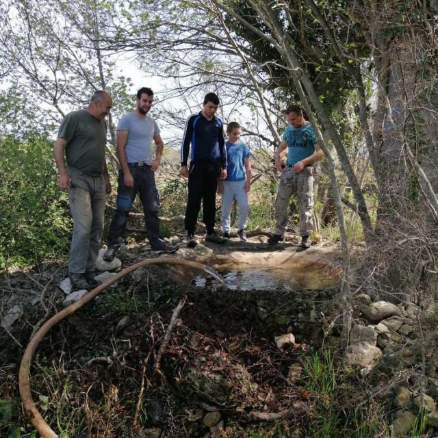 """Lovci LD """"Diana"""" Zadar nakon uspješno okončane lovne sezone uređuju lovišta kojima gospodare"""