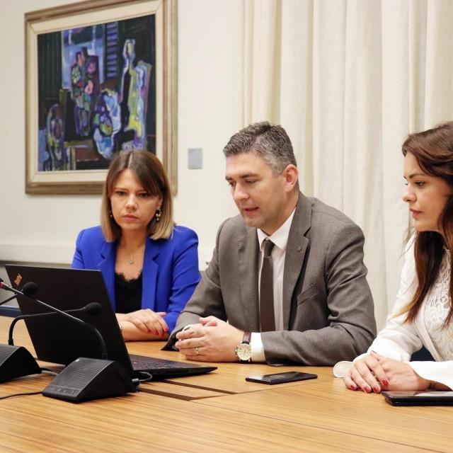 Gradonačelnik Mato Franković putem video-veze razgovarao je s veleposlanikom SAD-a Robertom Kohorstom