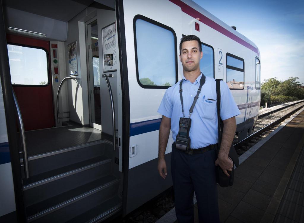 Mladi ljudi će moći preuzimati karte u vlaku ili na kolodvorskim blagajnama