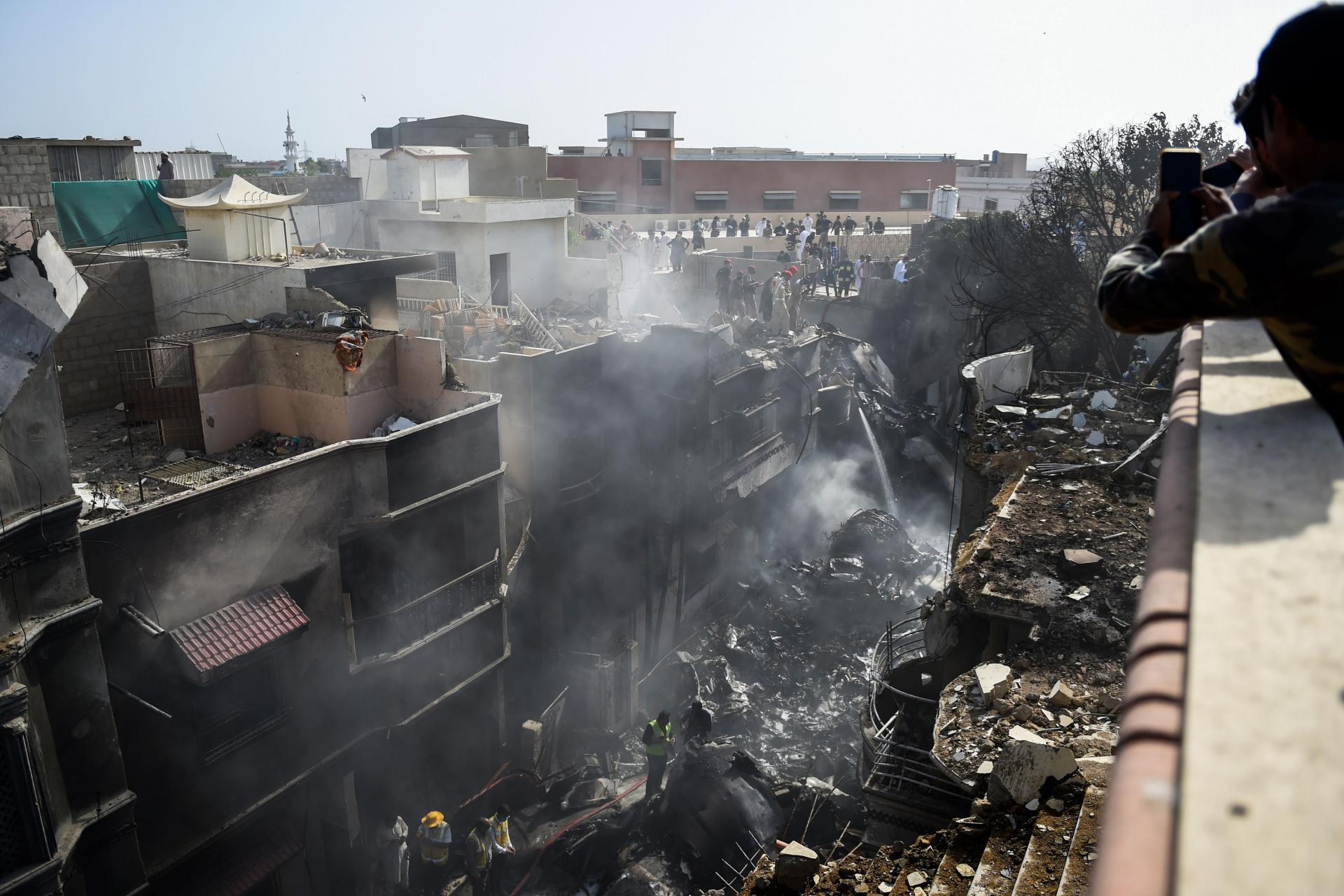 Samo dvoje preživjelih, 97 poginulih u zrakoplovnoj nesreći u Pakistanu. Zrakoplov nije uspio spustiti kotače prilikom slijetanja?