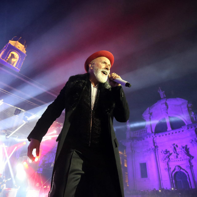 Dino Merlin tijekom koncerta u Dubrovniku 31. prosinca 2017.