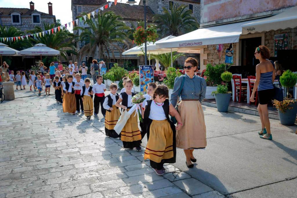 'Sardelice' u šetnji gradom, sa svojom tetom Marijom Franetović Cvitić