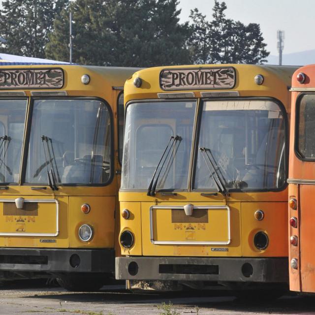 Sporni autobusi iz 1989. godine još stoje u 'Prometovoj' garaži<br />