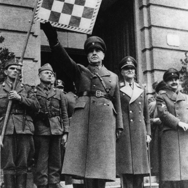 Invasión Nazi: La invasión de la Alemania Nazi, durante la segunda guerra, derrumbó momentáneamente la unificación de dichos pueblos, luego de 23 años de regularidad. La ocupación se consolido en poco tiempo. Las fuerzas Alemanas e italianas crearon el NDH, o Estado Independiente de Croacia, en lo que era parte de su territorio. Las capas más extremistas, que resultaron favorecidas por el poder que les otorgó la ocupación, intentaron eliminar a las minorías serbias. Esto instaló por siempre la idea que todo el pueblo Croata fue fascista y aprobó la política de limpieza étnica.