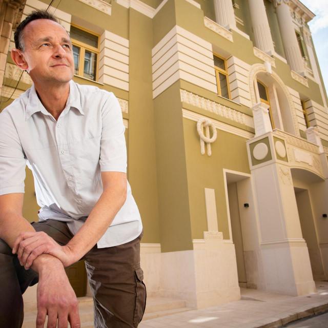 Branimir Rakić ispred obnovljene zgrade GKL-a Split, u kojem će 4. lipnja postaviti 'Palčicu'<br /> Saša Burić/hanza media