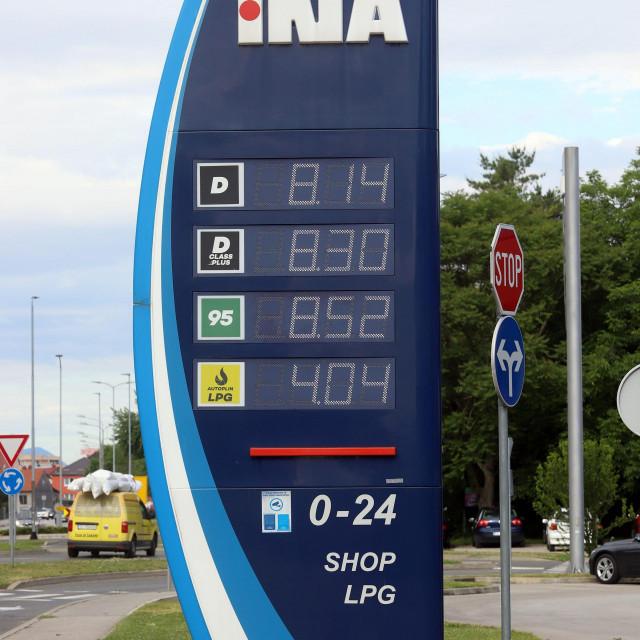 Od ponoci cijene goriva na hrvatskim benzinskim pumpama su znatno vise.<br />