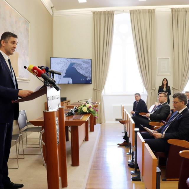 S potpisivanja ugovora za rekonstrukciju Lapadske obale u nazočnosti premijera Andreja Plenkovića