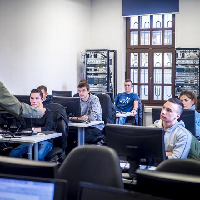 Algebra kao vodeća obrazovna institucija u digitalnom području